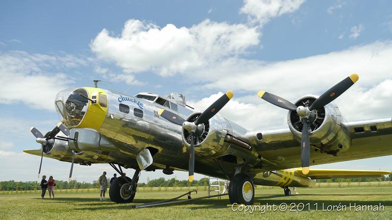 """Boeing B-17G """"Chuckie"""" N3701G SN 44-8543A"""