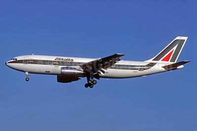 Alitalia (1st) (Linee Aeree Italiane) Airbus A300B4-203 I-BUSH (msn 140) ORY (Christian Volpati Collection). Image: 935007.