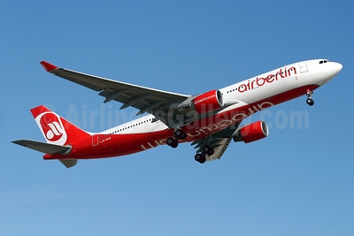 Airberlin (airberlin.com) Airbus A330-223 D-ABXB (msn 322) PMI (Javier Rodriguez). Image: 908525.