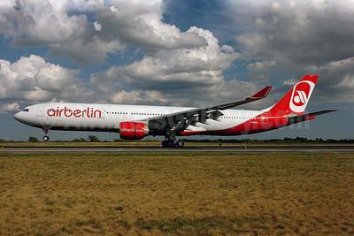 Airberlin (airberlin.com) Airbus A330-322 D-AERQ (msn 127) JFK (Ken Petersen). Image: 900466.