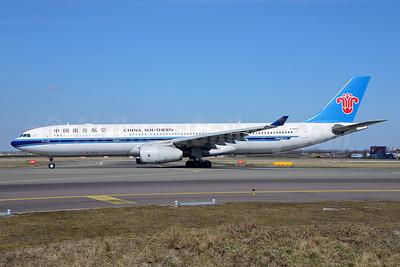 China Southern Airlines Airbus A330-343 B-6500 (msn 954) AMS (Ton Jochems). Image: 911604.