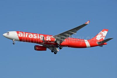 AirAsia X (AirAsia.com) (Thai AirAsia X) Airbus A330-343 HS-XTE (msn 1619) ICN (Richard Vandervord). Image: 930035.