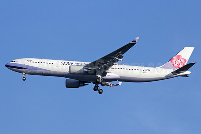 China Airlines Airbus A330-302 B-18359 (msn 1367) BKK (Michael B. Ing). Image: 910469.