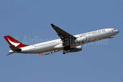 Cathay Dragon Airbus A330-343 B-HYQ (msn 581) HKG (Javier Rodriguez). Image: 935874.
