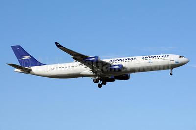 Aerolineas Argentinas Airbus A340-312 LV-BMT (msn 048) MIA (Bruce Drum). Image: 101779.