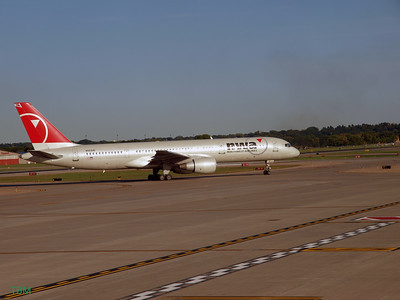 Boeing 757 taxiing to the gate at Minneapolis - St. Paul International Airport.