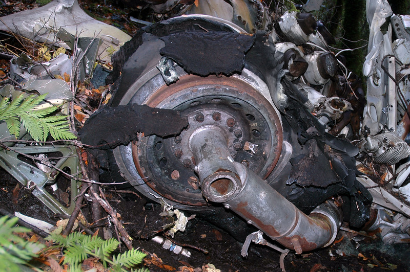 Close up of the wheel and what remains of the tire.