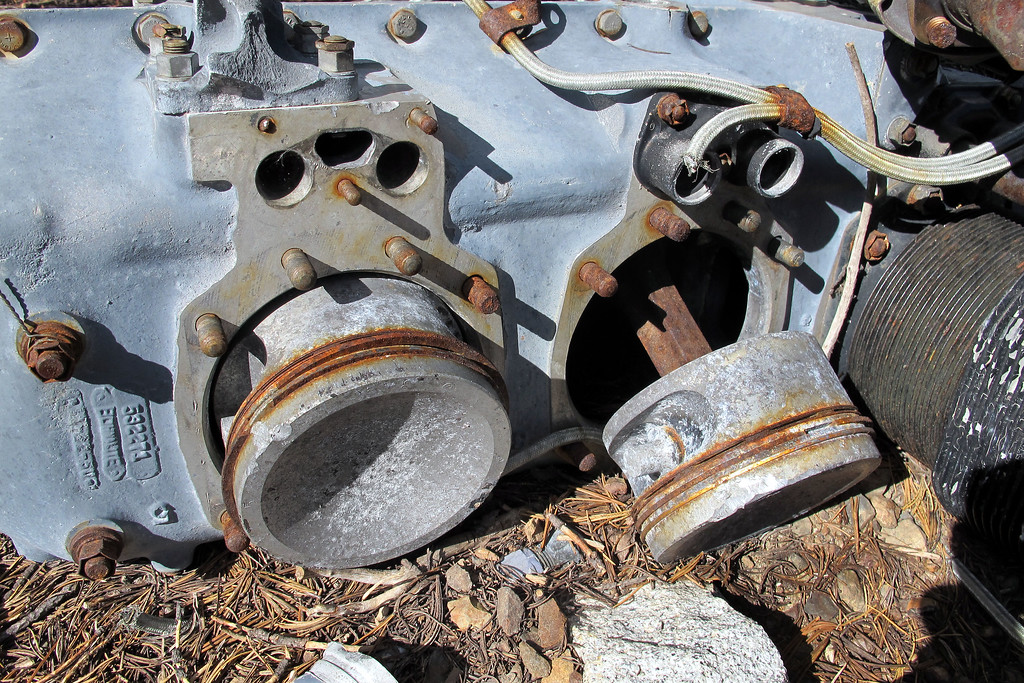 Closer view of the big pistons. Looks like the parts were unbolted, studs aren't damaged.