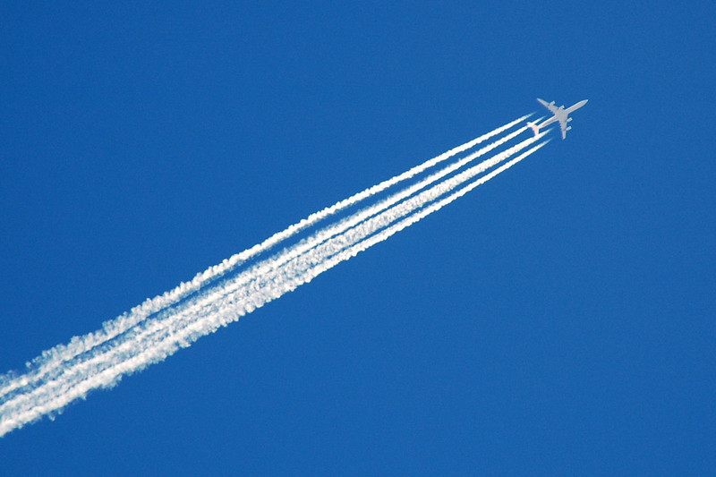 All day long airliners were flying overhead leaving great looking contrails. Looks like a 747.