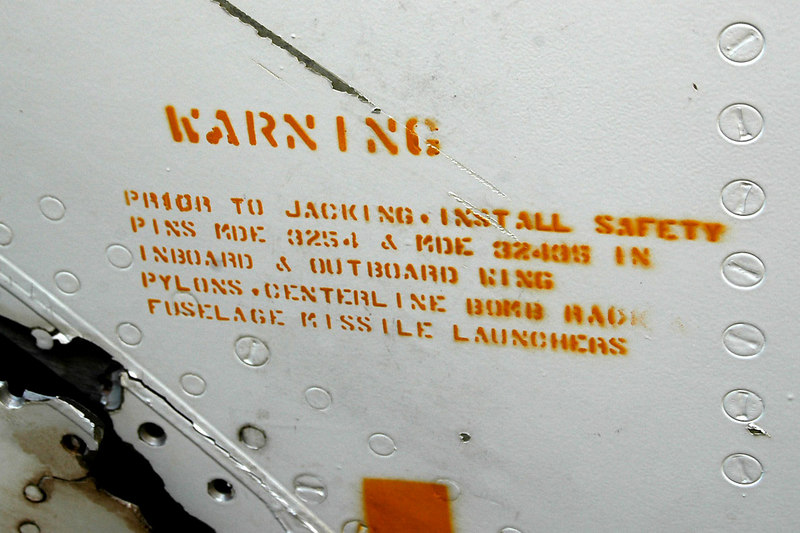 Warning sign for the pylons on the bottom side of the wing.