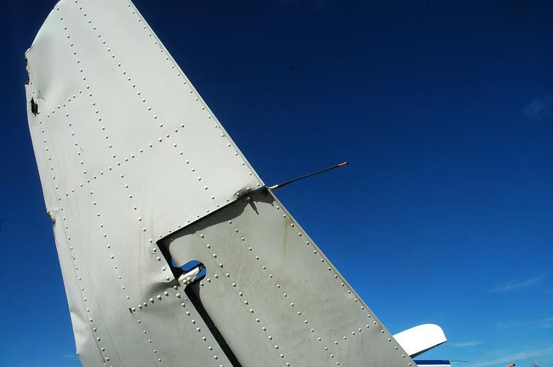 Bottom side of the left stab tip.
