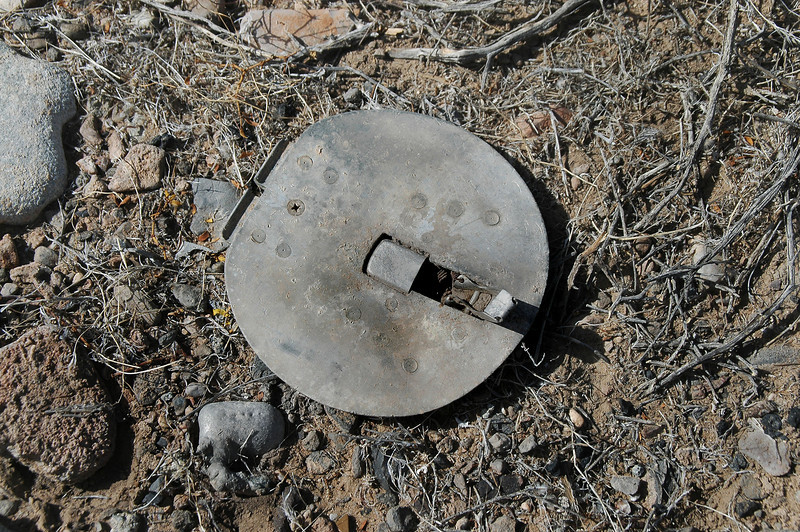 Round cover with a latch on it.