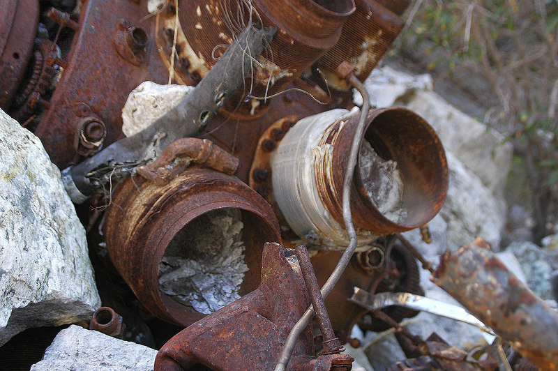 Closer look at the piston's remains.