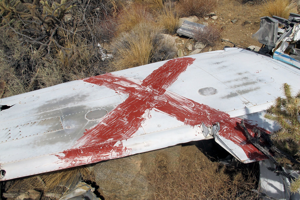 The red X marks the wreckage as a known crash site.
