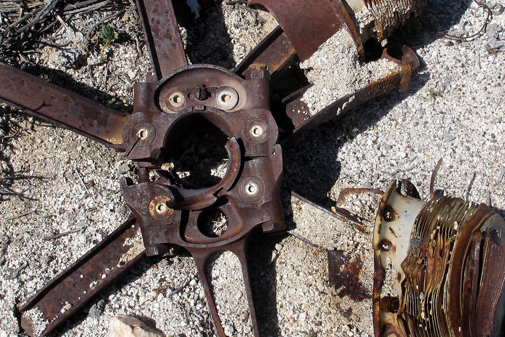 Close up of the master rod shows the broken bolt on the left and the damage on the one remaining bearing caused when the connecting rod assembly was torn off the crankshaft.