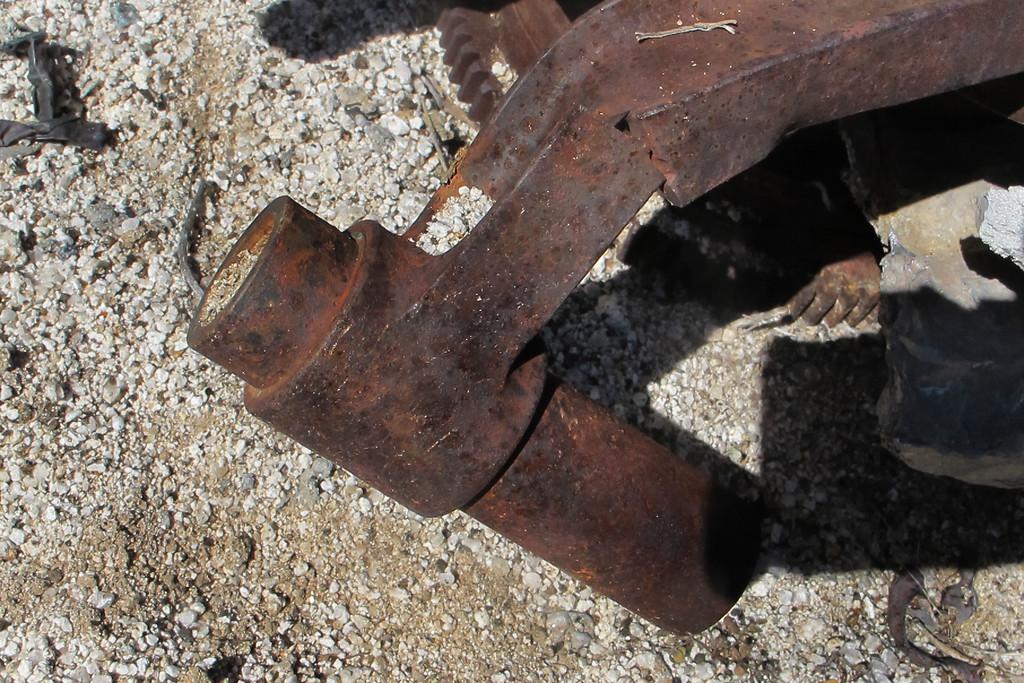 Damaged connecting rod.