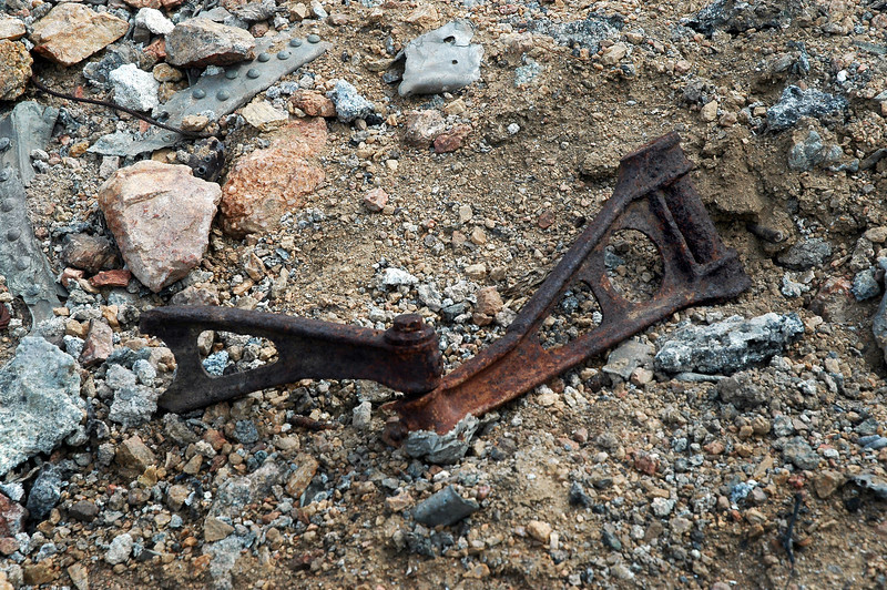 Torsion links from one of the landing gears.