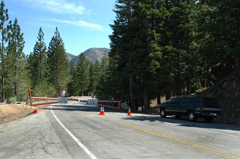The Angeles Crest Highway was closed just past Cedar Springs. The GPS showed the trailhead was close and I had enough time so decided to go for it.