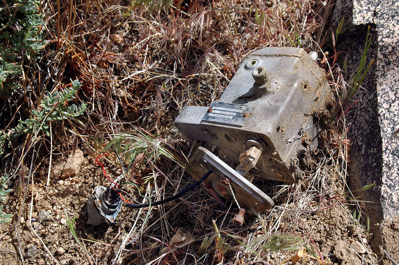 This is the first part I found on the slope, tag said that it's a longitudinal servo.