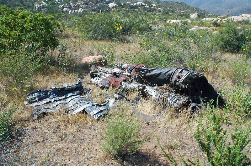 The wreckage I spotted at the bottom of the slope turned out to be the afterburner section of the engine. Looks like this is the crash site of fighter.