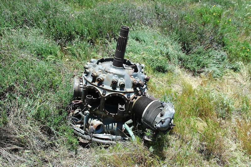 Other side of the engine. Lot of parts are missing. Someone must have removed them.