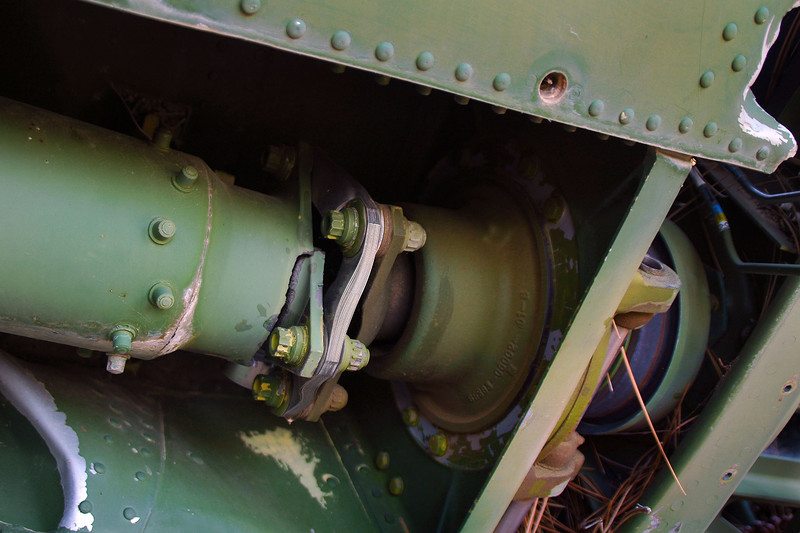 Flex plate on the driveshaft and to the right of it the drivestaft disconnect for when the boom folds.