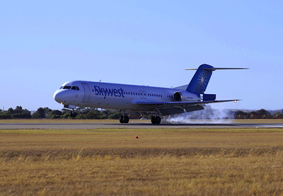 VH-FNT landing Geraldton Airport