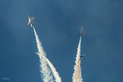 USAF Thunderbirds Executing The Star Burst Maneuver