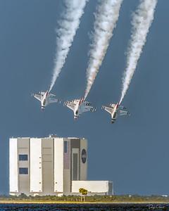 """USAF Thunderbird F-16 VAB Fly By"""