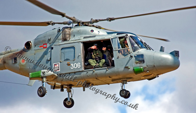 Lynx Crew Give the Crowd a Wave