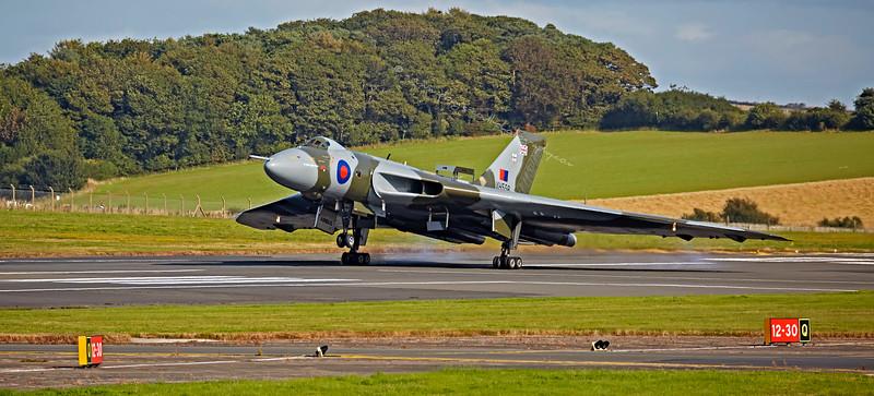 Vulcan (XH558) landing at Prestwick Airport - 5 September 2015