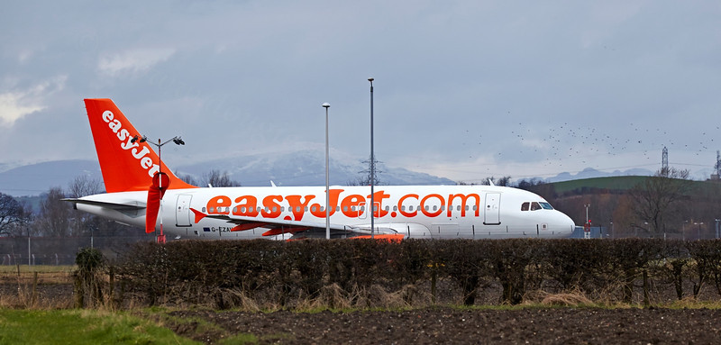 'Easyjet' Airbus A319-111 Taxies at Glasgow - 2 March 2014