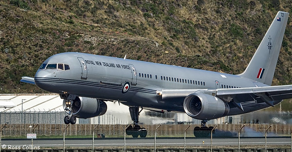 RNZAF B757-2K2, NZ7572, touches down at WLG on 27 January 2017