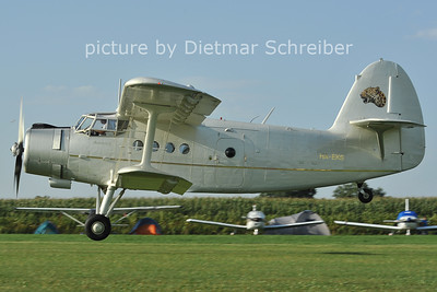 2011-08-26 HA-EKS Antonov 2