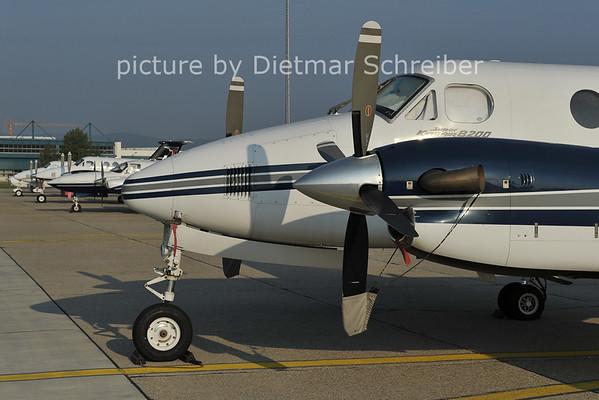2011-10-05 OM-FLY Beech 200 King Air