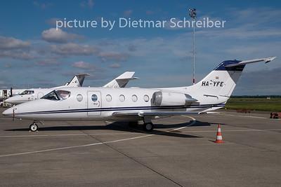 2008-08-17 HA-YFE Beech 400