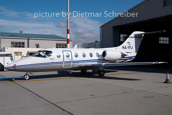 2008-08-17 HA-YFJ Beech 400