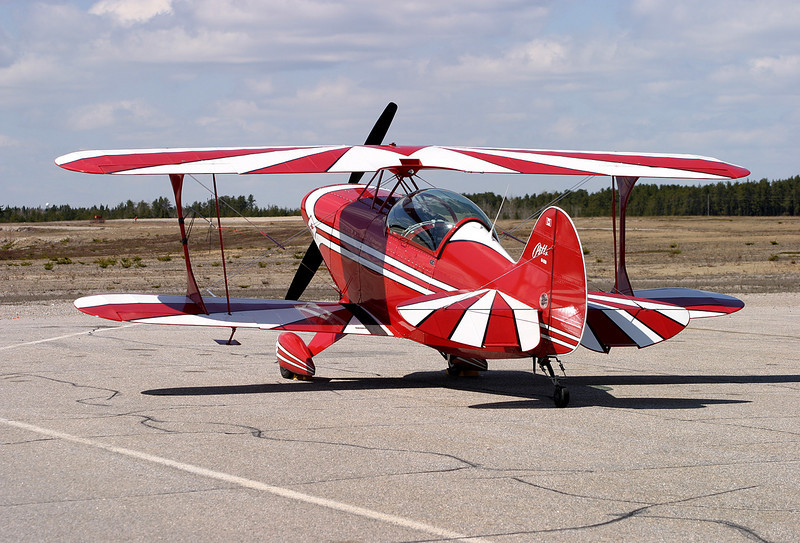 A rear view of this Pitts S-2B so we can see the paint on the wings.