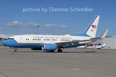 2020-08-27 01-0015 Boeing 737-700 USAF