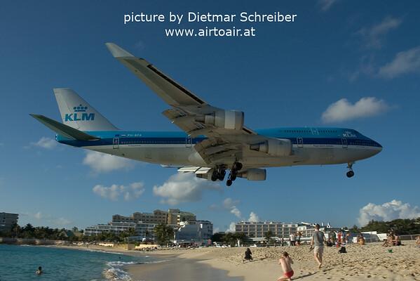 2006-03-04 PH-BFA Boeing 747-400 KLM