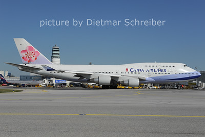 2012-10-03 B-18251 Boeing 747-400 China AIrlines