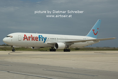 2006-03-01 PH-AHX Boeing 767-300 Arke Fly