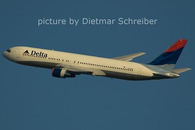2006-02-26 N132DN Boeing 767-300 Delta Airlines