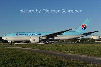 2012-09-25 HL8251 Boeing 777-200 Korean Air