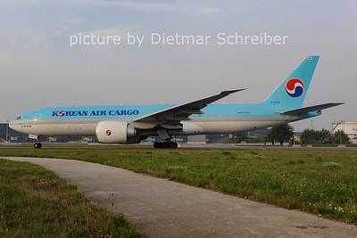 2012-09-19 HL8252 Boeing 777-200 Korean Air