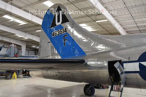 2015-02-07 N9323Z (483514) Boeing B17