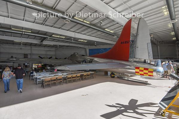 2015-02-09 N3509G (44-85778) Boeing B17