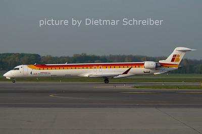 2011-04-20 EC-LJT CRJ1000 Air Nostrum
