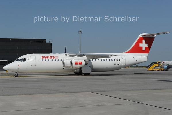 2012-08-22 HB-IXO Bae146 Swiss