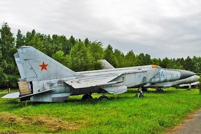 """MiG-25PDS Foxbat-E """"04 Blue"""""""